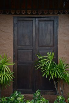 Free Wooden Door Royalty Free Stock Image - 33467356