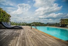 Free Pool On The Mountain Royalty Free Stock Photography - 33467407