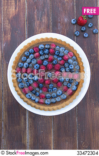 Free A Cake Garnished With Summer Fruit Stock Images - 33472304