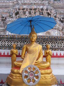 Free The Buddha Statue Under The Umbrella Royalty Free Stock Image - 33470536