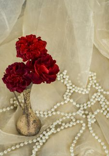 Free Red Roses In An Antique Silver Vase Stock Photos - 33479013