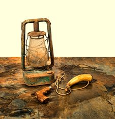 Free Antique Pistol And Powder Horn With An Old Lantern On Slate Stock Photography - 33479142