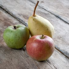 Free Organic Apples And Pears Royalty Free Stock Images - 33497689