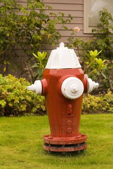 Free Red And White Fire Plug Royalty Free Stock Photos - 3351898