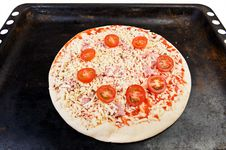 Free Pizza On Oven Tray Royalty Free Stock Photos - 33500028