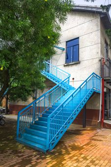 Free Outdoor Steel Staircase Royalty Free Stock Image - 33508396