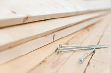 Free Long Screws Lie On The Wooden Boards Stock Photos - 33510093