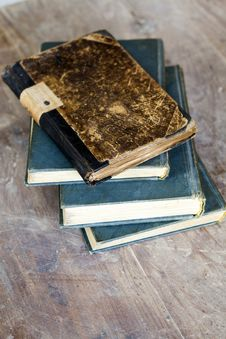 Free Pile Of Old Books Royalty Free Stock Image - 33512566