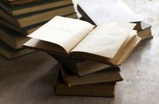 Free Pile Of Old Books Stock Photography - 33512572