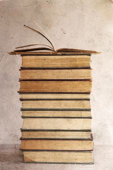 Free Pile Of Old Books Stock Photo - 33512640