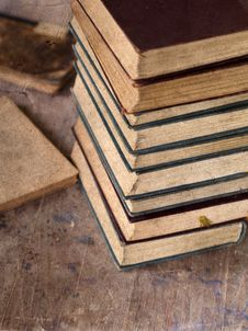 Free Pile Of Old Books Royalty Free Stock Photo - 33512655