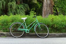 Free Old Bicycle In The Park Royalty Free Stock Images - 33563749