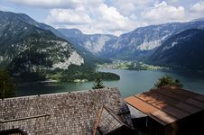 Free Hallstatt View From The Top Of The Mountain Above The Roof Royalty Free Stock Images - 33577129