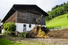 Free Barn In Austrian Farm Royalty Free Stock Image - 33578376