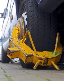 Free Yellow Wheelscrew Stock Image - 3362161