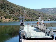 Free Ferryboat On The River Douro Royalty Free Stock Image - 3362446