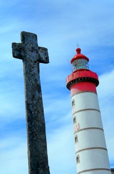 Free Lighthouse With Ancient Cross Stock Photos - 3365273