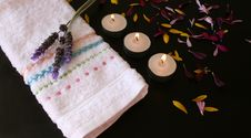 Free Candles And Petals Royalty Free Stock Photos - 3367128