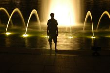 Free Shadows At The Fountain Royalty Free Stock Images - 3368939