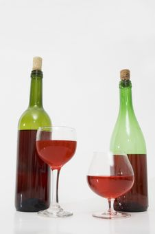 Free Two Wine Bottles And Glasses Royalty Free Stock Photography - 3368997