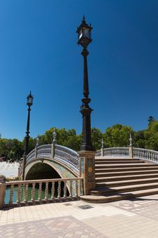 Free Ceramic Bridge In Plaza De Espana In Sevilla, Spain Royalty Free Stock Images - 33606449