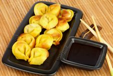 Free Crispy Dumplings Stock Photos - 33617593