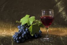 Free Grapes And Wine Royalty Free Stock Photos - 33619028