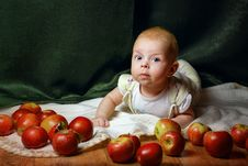 Free Baby And Apple Stock Photography - 33646292