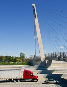 Free Semi Truck On Detroit Freeway Royalty Free Stock Photography - 33649587