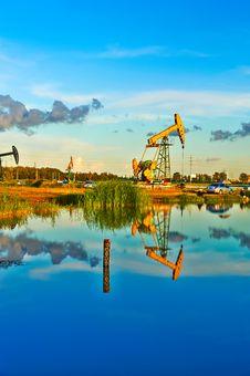 Oil Pumping Machine Lakeside Royalty Free Stock Image