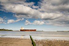 Free Cargo Ship Leaving The River Tyne Stock Photo - 33698480