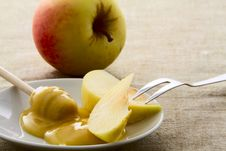 Free Apples And Honey Royalty Free Stock Photos - 33699758