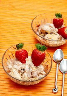 Free Chocolate Ice-cream Royalty Free Stock Photo - 3373255