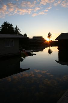 Free Alaskan Floathouse Sunset Royalty Free Stock Photo - 3375845