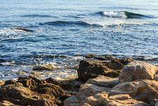 Free Sea waves Speed Up Near Coastal Cliffs Stock Images - 33706954