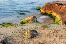 Free Sea Wave Strugle With Stone On The Sandy Beach Stock Image - 33707481