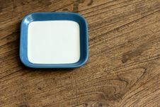 Free Empty Square White And Blue Color Dish On Wood Stock Photo - 33710960