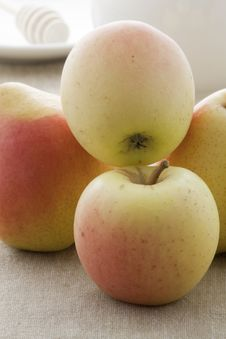 Ripe Apples And Pears Stock Images