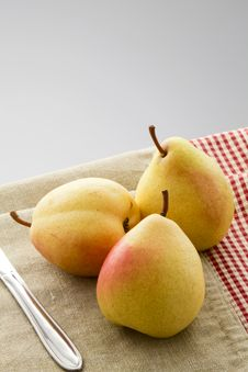 Free Ripe Pears Stock Images - 33713244