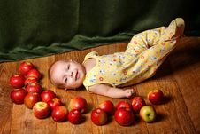Free Baby And Apple Royalty Free Stock Photos - 33714308