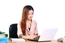 Free Beautiful Young Asian Businesswomen Smiling With Computer Notebo Royalty Free Stock Images - 33716429