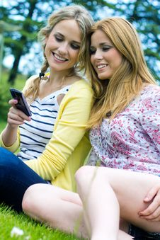 Free Two Sisters With Smartphone At The Park Royalty Free Stock Images - 33723579