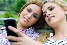 Free Two Sisters With Smartphone At The Park Royalty Free Stock Images - 33724799