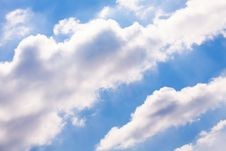 Free Puffy Clouds Royalty Free Stock Photo - 33739335