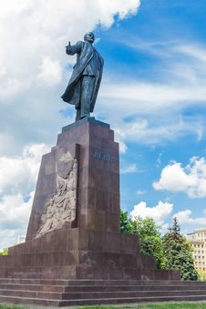 Free Monument To Vladimir Lenin In Kharkov Royalty Free Stock Photo - 33744425