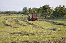 Free Harvesting The Hay Royalty Free Stock Photos - 33758538