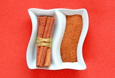 Free Cinamon Sticks And Cinamon Powder On A Plate. Stock Images - 33776364