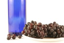 Free Bottle Of Wine And Grapes Royalty Free Stock Photography - 3380397