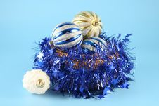 Free Christmas Balls In A Basket Royalty Free Stock Photography - 3380467