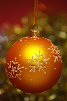 Free Yellow Christmas Ball Royalty Free Stock Photo - 3386865